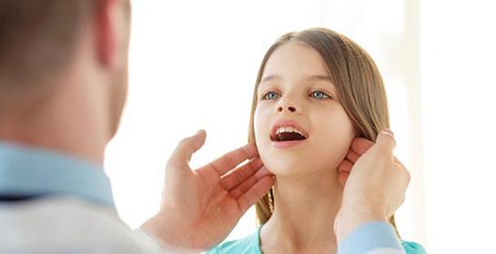 بزرگ شدن غدد لنفاوی زیر فک و گردن در کودکان